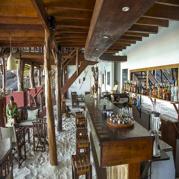 constance_tsarabanjina_lodge_restaurant_bar_madagascar