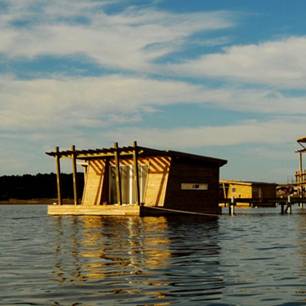 Laguna Garzón Floating Lodge